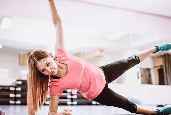 تمرین بالا کشیدن پا از پهلو برای اصلاح پای پرانتزی