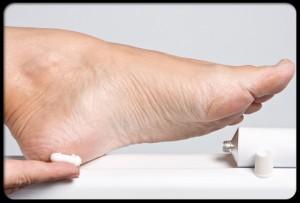 diabetes_foot_problems_s19_moisturize